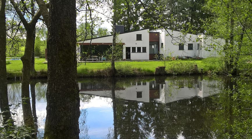 Villa avec bois & étang