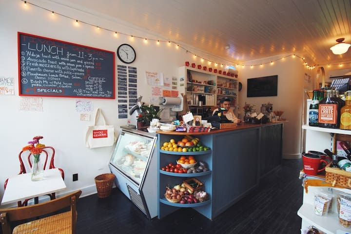 Tivoli now has its own gourmet general store. Tivoli General is an easy 5 min walk from the Barn. Grab a sandwich, some drinks and head to Tivoli Bays.