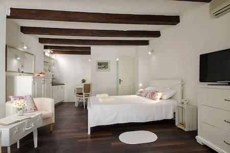 Nice cozy Studio UNA in Rovinj - Rovinj - Apartment