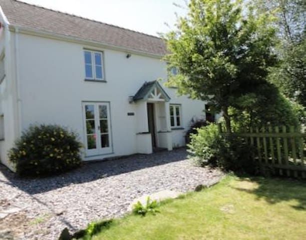 Croeso Cottage - Coastal Cottage in Pembrokeshire