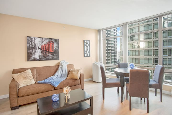 Marvelous Two Bed Condo in The Heart of Downtown