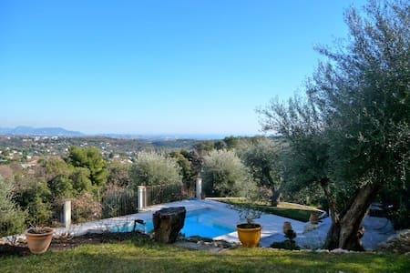 Rez de jardin indépendant avec piscine privative - Tourrettes-sur-Loup - Σπίτι