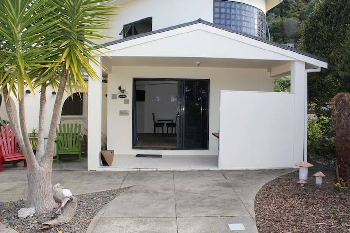Tairua Tui Bnb Twin single room Stroll to cafes