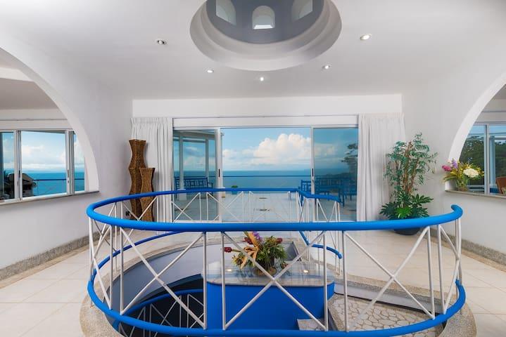 5 Bdrm Greek-styled Oceanview Villa Punta Leona