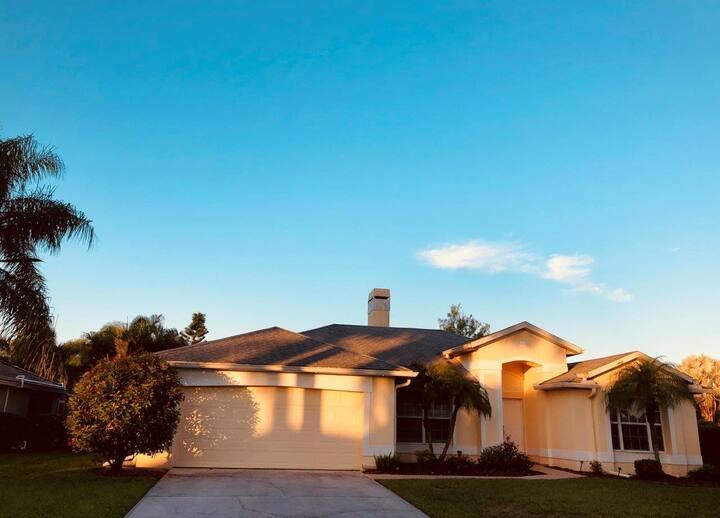 Villa Charming - Beautiful home on freshwater lake