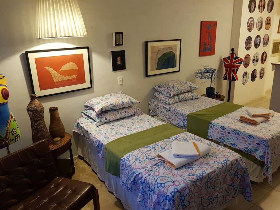 2 camas de solteiro Single Beds