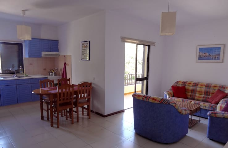Airy 2 bedroom Blue 4 km beach - Almancil - Appartement