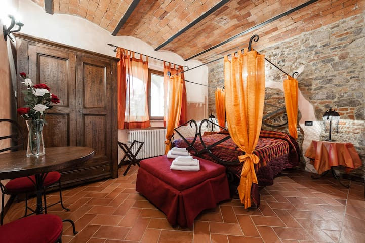 Dependance in Villa Medievale