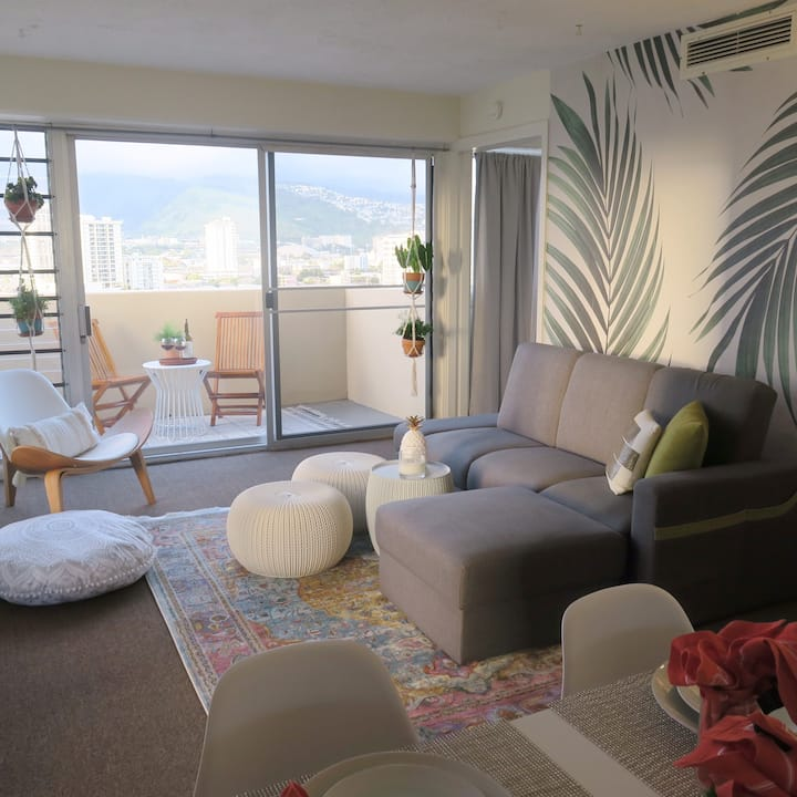 Waikiki 1BD. GEM w/Free Parking & Mod Inter&Lanai