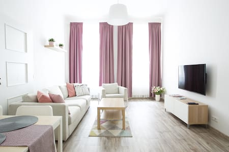 BRAND NEW COSY APARTMENT /JUST FEW STEPS TO CENTRE