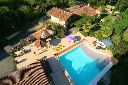 Villa de lujo en Tourdun con piscina privada