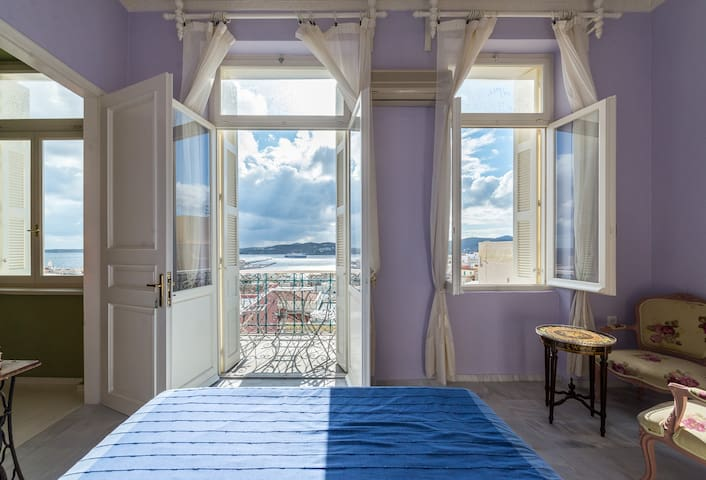 Room with sea view 2 in central historical mansion - Ermoupoli