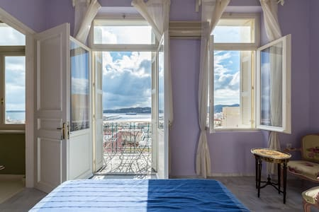 Room with sea view 2 in central historical mansion - Ermoupoli - Rekkehus