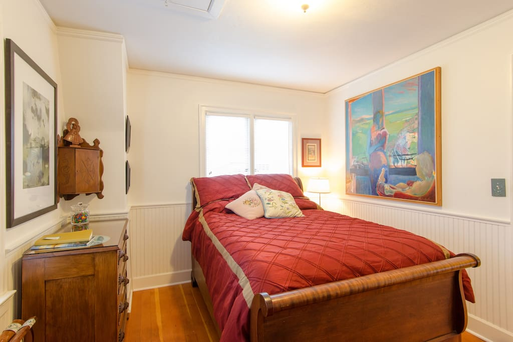 Roopark in the heart of n tacoma houses for rent in for Bedroom furniture 98409