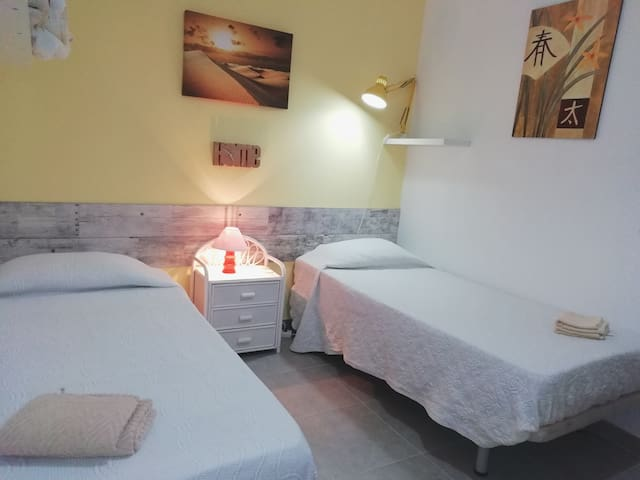 NEW!!!OCEAN BEAUTY ROOM WITH SINGLE & DOUBLE BED,