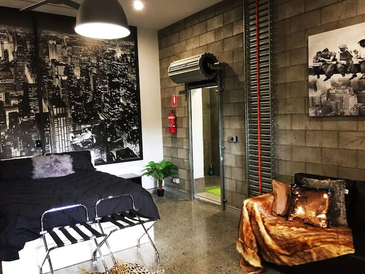 *NEW* Industrial NYC Style Luxury Studio Aprmt A/C
