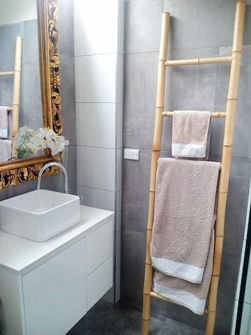 Private ensuite room - 'Bellarosa' - Beaumaris - 一軒家