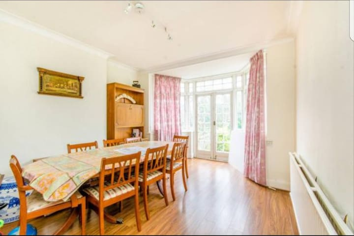 Wembley park!! An entire beautiful 2 bedroom home! - Wembley - Haus