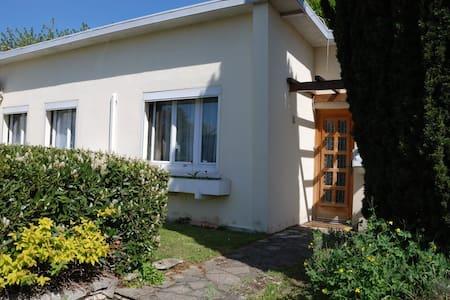 Nice house with a large garden - Fresnes - Ház