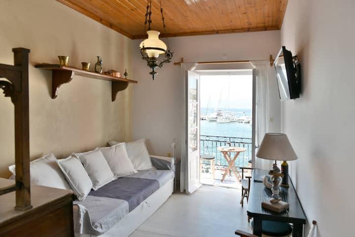 Hydra Port Apartments - Serenity