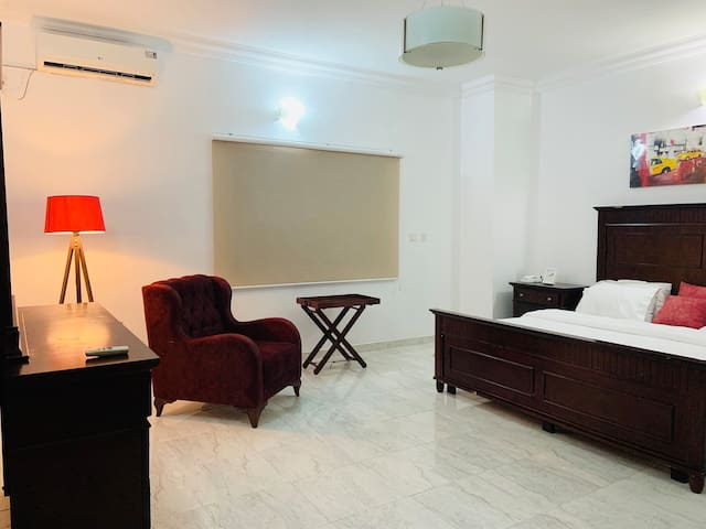 King sized bed, bedside cabinets, 4 pillows, sparkling white sheets and duvet, window story blinds, cable TV, cabinet with drawers and mirror, cozy single seater couch, standing lamp. Rom also has a walk-in closet and spacious bathroom with bathtub.