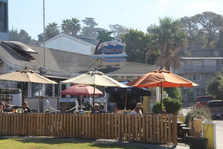 2 min walk to Pixies Deli, small market, Cafe Rio, Flats Bistro and Rio Del Mar State Beach