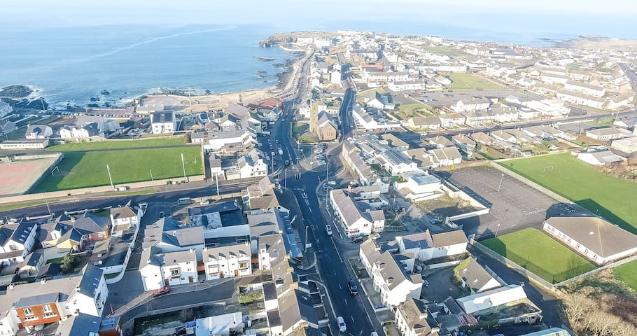Modern 4 bed apt, excellent location off Promenade - Portstewart