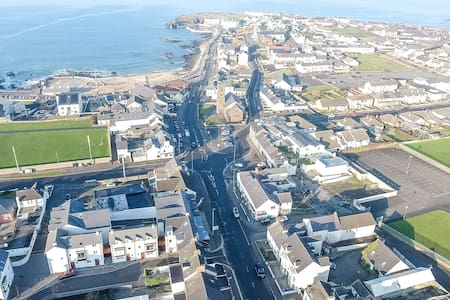 Modern 4 bed apt, excellent location off Promenade - Portstewart - Apartmen