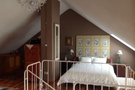 una habitacion con vistas al rio Pas - Arce