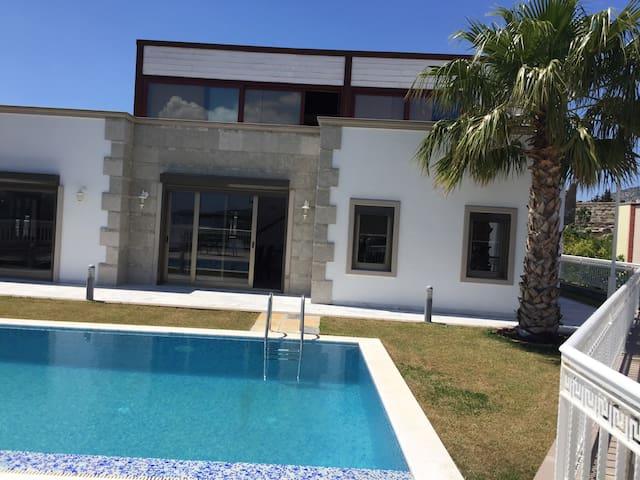Villa with Pool - Bodrum Center - Istanbul - Villa