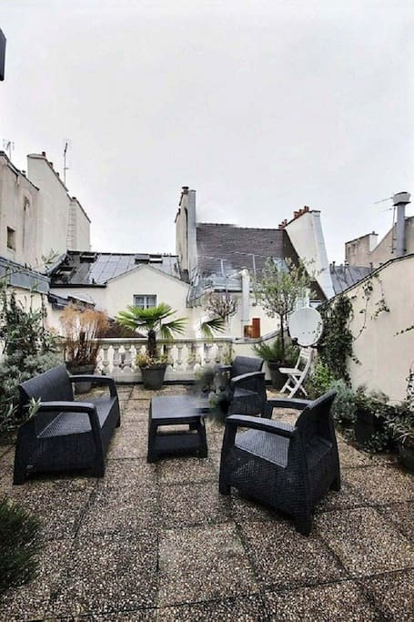 Extraroom   There is the 35 square meters very nice terrace. It is rare in Paris.
