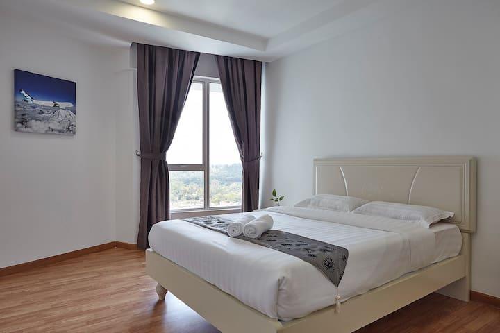 KLIA & KLIA2 & F1 (Double Bed) @ Sri Beverly Hills - Nilai - Apartment