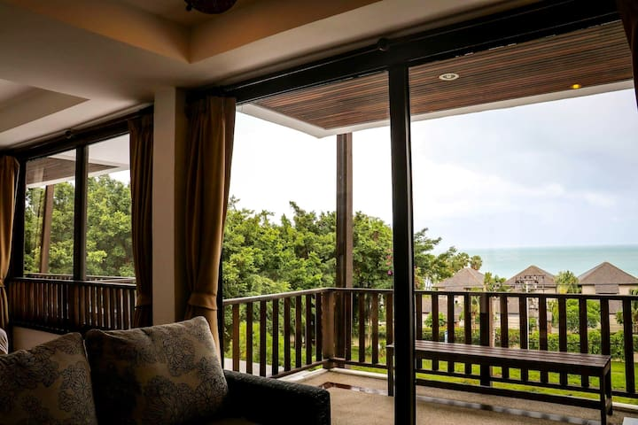 Private Suite with Tropical View