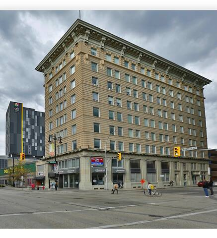 Urban-Loft Apartment! Downtown Winnipeg! Bell-MTS