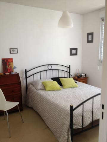 Beautiful and bright room in a quiet place - Brest - House