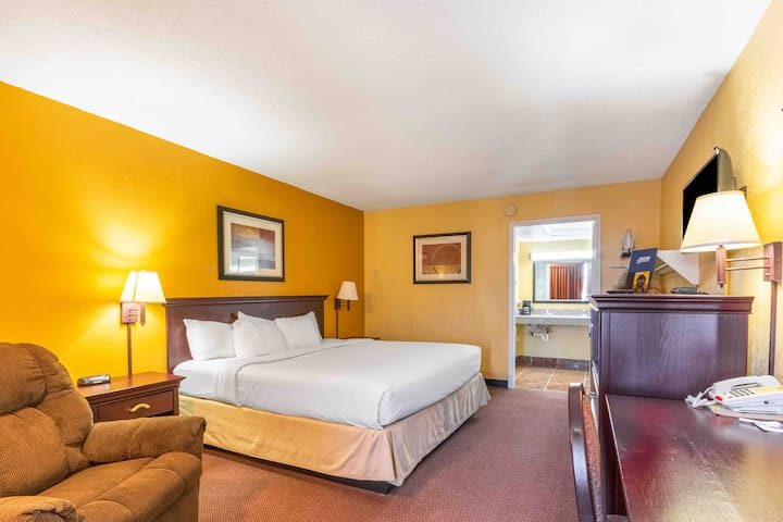 Americas Best Value Inn (1 king size bedroom)