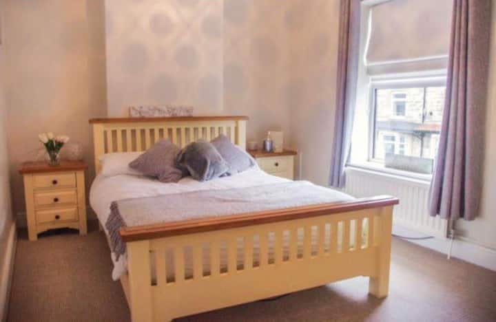 2 bedroom home, close to the Stray & town centre