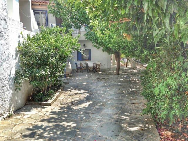 Cosy Traditional House - Plaka - Casa