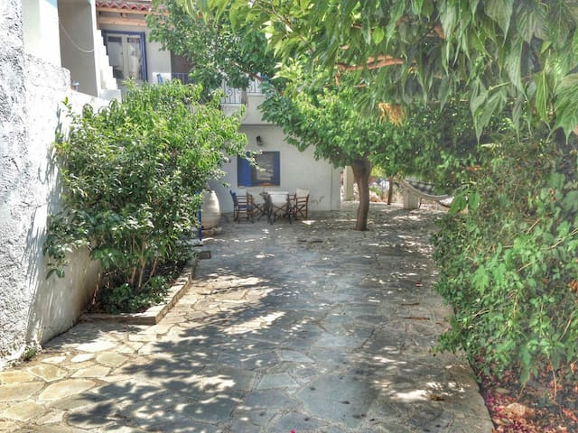 Cosy Traditional House - Plaka - House
