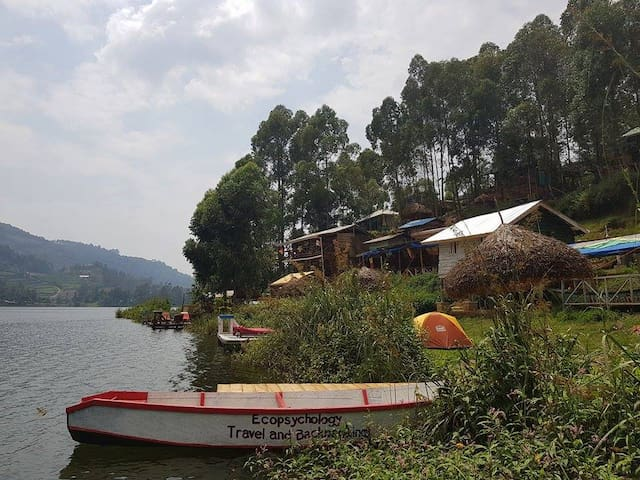 little zanzibar lake bunyonyi