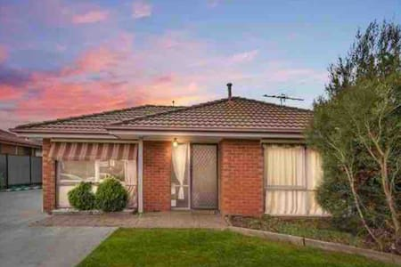 Beautiful Cozy room close to Tullamarine Airport