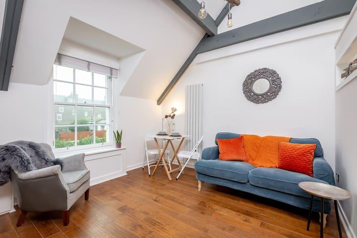 Gorgeous 'WeeLoft' apartment