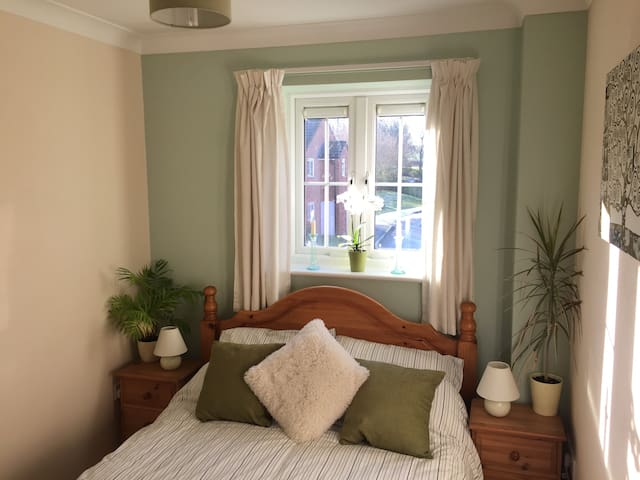 Cosy double room near Stonehenge, Bath & Avebury