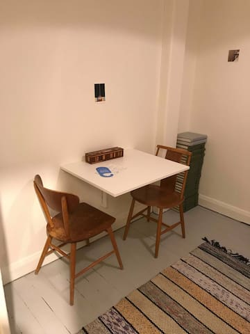 Private, central studio apartment with kitchenette
