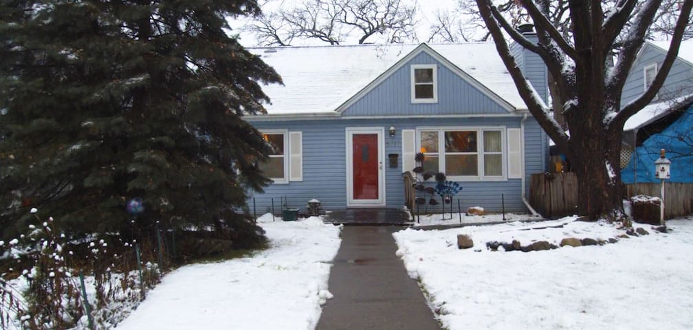 Hotels airbnb vacation rentals in edina minnesota usa for Vacation rentals minneapolis mn