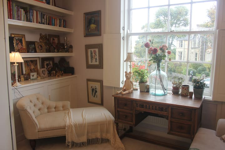 Light, Stylish and Characterful Flat in Cotham