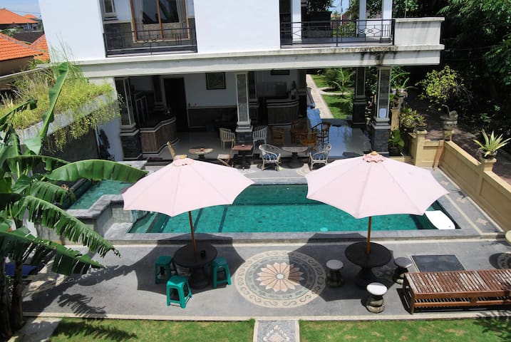 NICE B&B ,LARGE CLEAN ROOMS CANGGU! - North Kuta - Bed & Breakfast