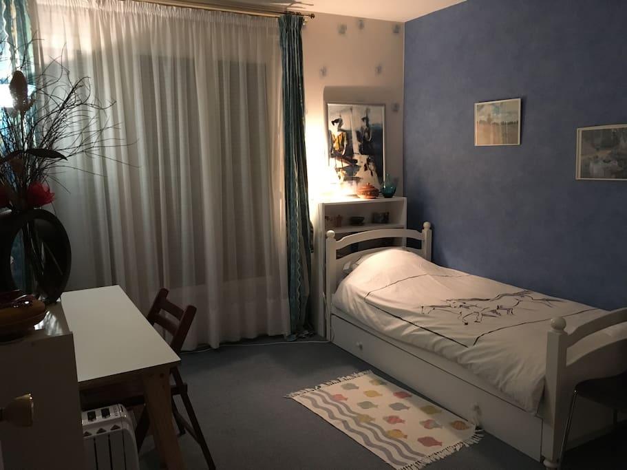 La chambre avec accès direct au jardin
