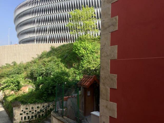 Room 180 meters from San Mamés + Breakfast