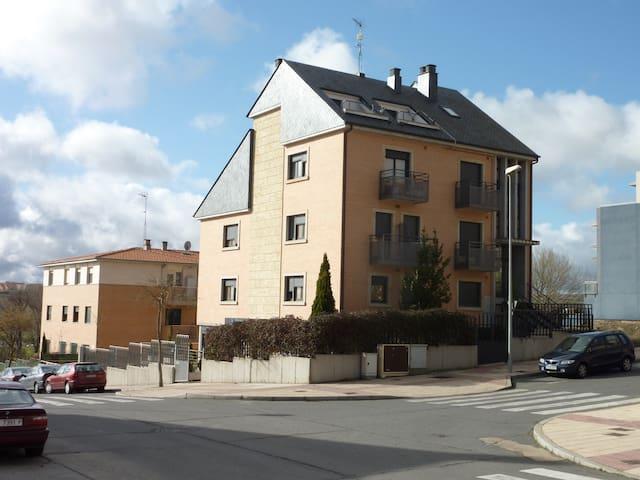 Estudios  individuales con cocina y baño. - Salamanca - Albergue